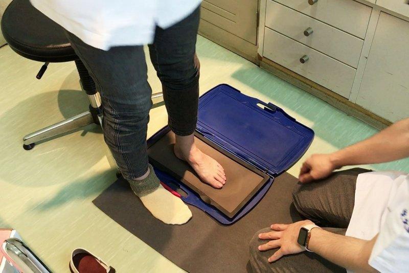 足の圧を計測する