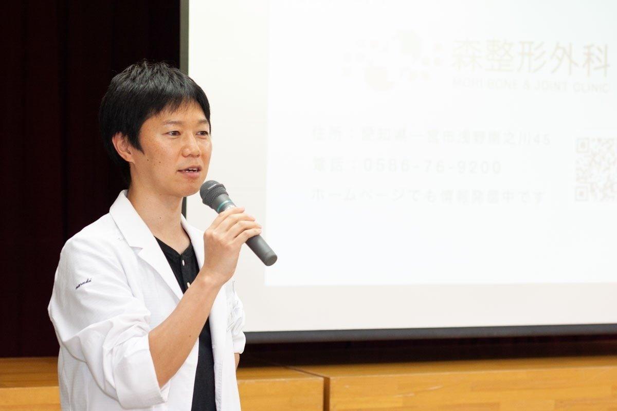 講演会での森整形外科副院長松村成毅医師