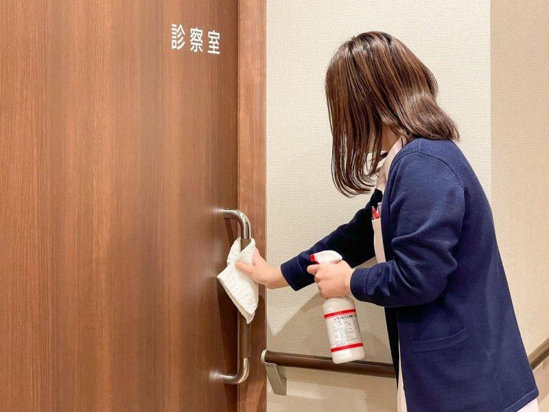 愛知県一宮市 森整形外科 ドアの取手の消毒