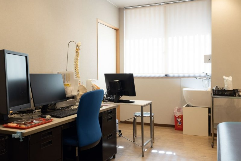 愛知県一宮市の森整形外科の第1診察室