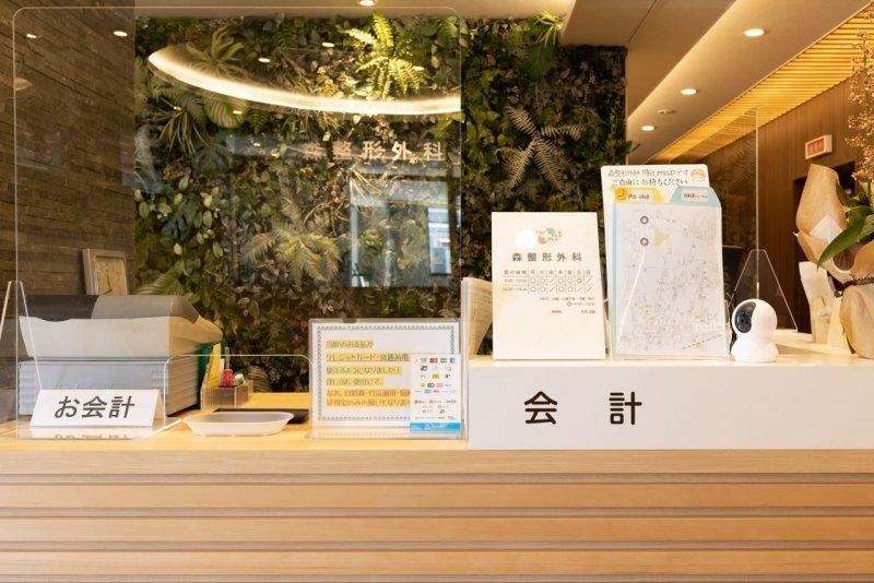 愛知県一宮市の森整形外科の受付カウンター(会計側)