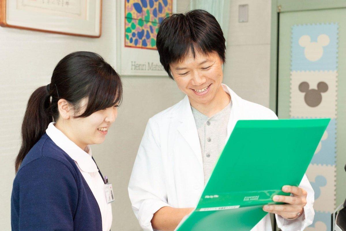 愛知県一宮市の森整形外科 院長 松村成毅とスタッフの打ち合わせ風景