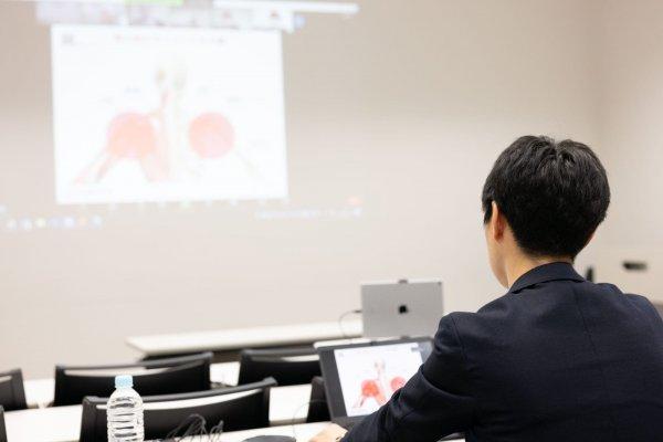 講演会ゲスト講師をする一宮市の森整形外科 院長 松村成毅